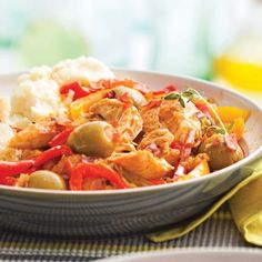 Mijoté de poulet aux poivrons et olives Olives, Nutrition, Thai Red Curry, Crockpot Recipes, Meal Prep, Food And Drink, Chicken, Ethnic Recipes, Profiteroles