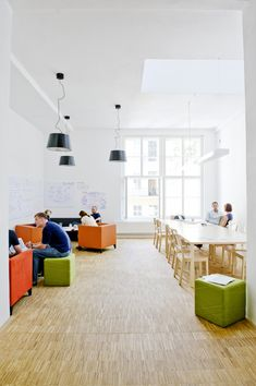 Inside the Impact Hub Prague Coworking Office - LOVE the working space on the left. Fun Office Design, Cool Office, Office Interior Design, Office Interiors, Coworking Space, Commercial Design, Commercial Interiors, Kb Homes, Corner Space