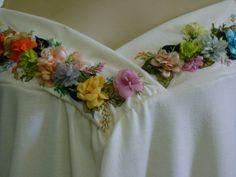 Blusa malha soft bordada com mini Rosas