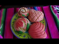 Easy and Cute Pan Dulce! Conchas Recipe, Hispanic Desserts, Recipe Measurements, Mexican Sweet Breads, Mexican Dessert Recipes, Pan Dulce, Rose Design, Heart Shapes, Treats