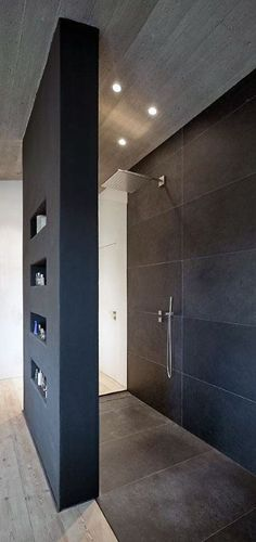 Wohnhaus Stallwang: Offene Dusche The Most Useful Bathroom Shower Ideas There are almost uncountable Modern Bathroom Design, Bathroom Interior Design, Modern House Design, Contemporary Design, Bad Inspiration, Bathroom Inspiration, Bathroom Renos, Small Bathroom, Master Bathroom