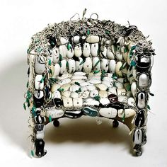 MONA: chair made out of mice by Ana Carolina Lima Santos | Please subscribe to my weekly newsletter at upcycledzine.com ! #upcycle