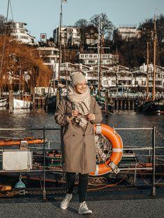 grossstadtklein liebt Hamburg und wir lieben ihren Look!  Entdecke noch mehr Outfitideen und Fashion-Inspirationen auf COUCHstyle.de!  #fashion #outfit #style #inspiration #mode #ootd #COUCHstyle Fashion Looks, Winter Jackets, Fashion Outfits, Fall, Inspiration, Fashion Styles, Hamburg, City, Outfit Ideas