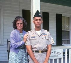 "In reality, Sally Field is only 10 years older than Tom Hanks. | 15 Things You Didn't Know About ""ForrestGump"""