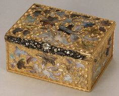Snuffbox Probably by Daniel Baudesson (1716–1785, working 1730–80) Date: third quarter 18th century Culture: German, Berlin Medium: Gold, tinted mother-of-pearl, diamonds