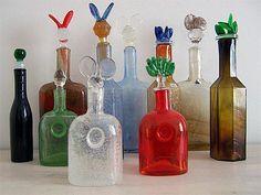 Still-mould blown multi-coloured glass, stoppers cast. All sizes: 300 mm. Belongs to Pro Arte series. Glass Birds, Glass Design, Colored Glass, Scandinavian Design, Lassi, Finland, Mid-century Modern, Glass Art, Art Pieces