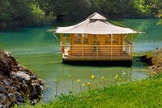 okay, this is a floating home, and not a tree house, but its so cool! Houseboat Living, Water House, Floating House, Tiny House Movement, Interior Exterior, Water Crafts, Rustic Design, Tent, Gazebo