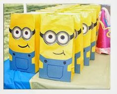 How could you not love a party full of these cute minions? I've gathered some of the most creative minion party ideas for this Despicable Me Party post. Minion Party Bags, Minion Bag, Minion Gifts, Minion Craft, Despicable Me Party, My Minion, Minion Candy, Minion Goggles, Minion Tutu