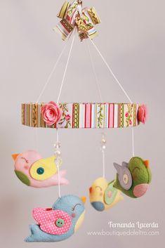Móbile de Passarinhos! Decoração para sua casa! Aprenda como fazer na Apostila Digital Peças em Feltro para Bebês.