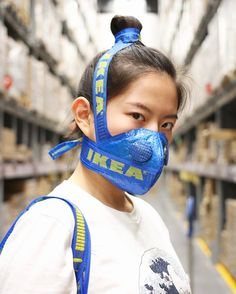 It was only a matter of time for this to happen. Who would have thought that the Balenciaga bag, which is based off of the iconic blue IKEA bag, would create such a movement. Not only did IKEA officially respond to the luxury bag, we are now seeing lots o Diy Fashion, Ideias Fashion, Balenciaga Tote, Diy Masque, Ikea Hackers, Diy Face Mask, Face Masks, Nose Mask, Fashion Face Mask