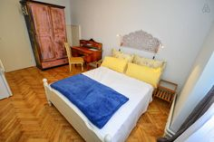 Schau Dir dieses großartige Inserat bei Airbnb an: Stanley Vintage Doppelzimmer - Häuser zur Miete in Poreč Vintage, Bed, Room, Furniture, Home Decor, Double Room, Ad Home, Bedroom, Stream Bed