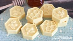 Easy Millk and Honey Soap Tutorial - This easy DIY Milk and Honey soap can be made in just 10 minutes, and it boasts lots of great skin benefits from the goat's milk and honey! A wonderful quick and easy homemade gift idea! Coconut Oil Soap, Honey Soap, Easy Homemade Gifts, Homemade Soap Recipes, Savon Soap, Oatmeal Soap, Soap Tutorial, Soap Making Supplies, Best Soap