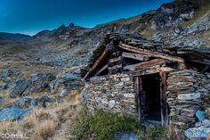 descente sur le lac bleu Mount Everest, Photos, Mountains, House Styles, Nature, Travel, Cabin, Blue, Pictures