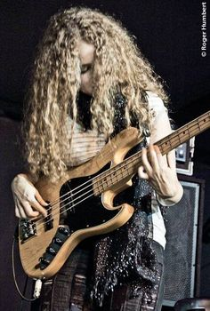 https://flic.kr/p/8fmxPu | Tal Wilkenfeld | HERBIE HANCOCK – The Imagine Project June 26, 2010 @ Mainstage, Toronto Jazz Festival