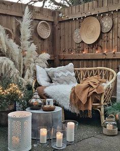 Boho texture design - Back yard patio Outdoor Spaces, Outdoor Living, Outdoor Decor, Diy Décoration, Balcony Garden, Garden Grass, Courtyard Gardens, Texture Design, Bohemian Decor