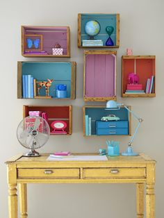 Painted crates on wall as small shelves Crates On Wall, Crate Shelves, Wooden Crates, Wooden Boxes, Pallet Shelves, Crate Storage, Wooden Shelves, Storage Shelves, Passion Deco