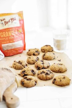 Gooey Granola Chocolate Chip Cookies Gooey Chocolate Chip Cookies, Gooey Cookies, Cookies Vegan, Desserts For A Crowd, Summer Desserts, Easy Desserts, Vegan Dessert Recipes, Vegan Sweets, Fall Recipes