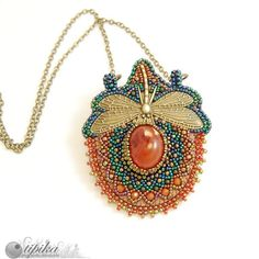 Beaded necklace Tipika - w3. Great colours: coral red and emerald green.