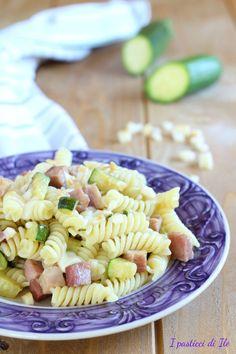 Fusilli con zucchine,prosciutto cotto e scamorza affumicata. Un primo piatto #svuotafrigo molto gustoso e saporito! #ricetteconzucchine #pastaconzucchine #pastaveloce