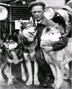 Leonhard Seppala and three friends. On the right is Fritz (Sepp x Dolly).
