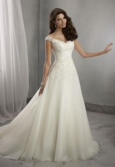 Tea Length Wedding Dresses In Stock Vintage Wedding Dresses With A Line Chapel Lace 2015 White/Ivory Sleeveless Sweep Train Bridal Ball Gowns Dresses 6 8 10 12 14 16 Modest Dresses From Cyy76, $100.53| Dhgate.Com