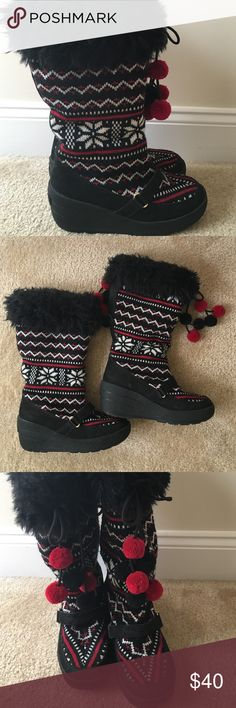Juicy Couture Boots Warm and cozy Juicy snow boots - I'm size 8 but this fits fine at a 9! Juicy Couture Shoes Winter & Rain Boots