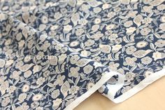Japanese Fabric woodblock garden  cotton lawn  por MissMatatabi