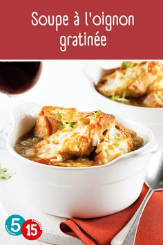 Il n'y a rien de plus réconfortant qu'une soupe à l'oignon gratinée! Notre recette facile à seulement 5 ingrédients va assurément vous réchauffer l'âme! Macaroni And Cheese, Ethnic Recipes, Food, Cream Soups, Eat, Cooking Recipes, Mac And Cheese, Essen, Meals