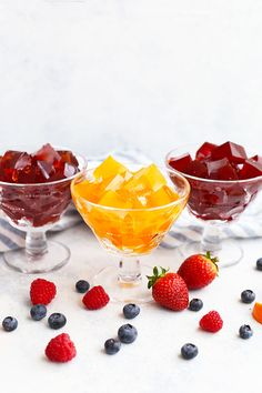 This homemade gelatin recipe is made from natural ingredients & natural sweeteners, without any dye or additives. Beef Gelatin, Gelatin Recipes, Jello Recipes, Jello Gelatin, Paleo Jello, Healthy Treats, Healthy Recipes, Hcg Recipes, Recipies