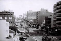 Vista da Avenida Pinheiro Chagas em Lourenço Marques (actualmente, Avenida Dr. Eduardo Mondlane), meados dos anos 60. Maputo, The Good Old Days, Homeland, Times Square, Africa, Tropical, Street View, World, Travel