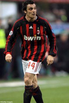 Massimo ODDO; 1992–1993Renato Curi Angolana, 1993–1999 MILAN, 1995–96loan Fiorenzuola, 1996 loan Monza,1996–97loan Prato, 1997–98 loan Lecco,1998–99 loan Monza, 1999–2000Napoli, 2000–2002Verona, 2002–2007Lazio, 2007–2012MILAN, 2008–09 loan Bayern GER, 2011–2012 loan Lecce