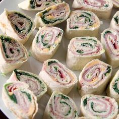 My Kitchen Antics: Tortilla Pinwheels- absolute party snack (did I say EASY? Cold Appetizers, Italian Appetizers, Appetizers For Party, Appetizer Recipes, Cheese Appetizers, Pinwheel Appetizers, Tortilla Pinwheels, Tortilla Wraps, Snacks Für Party