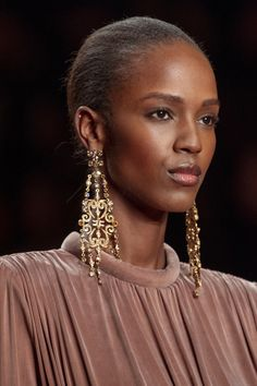 Elisabetta Franchi at Milan Fashion Week Fall 2020 - 2020 Fashions Womens and Man's Trends 2020 Jewelry trends 2020 Fashion Trends, Runway Fashion, Fashion Brands, Milan Fashion, Jewelry Editorial, Bridal Crown, Big Earrings, Beauty Trends, Jewelry Trends