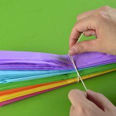 Cómo hacer un centro de mesa para cumpleaños Rainbow Birthday, Birthday Balloons, 4th Birthday, Colorful Centerpieces, Birthday Party Centerpieces, Skate Party, Ballerina Party, Rainbow Parties, Sesame Street Party