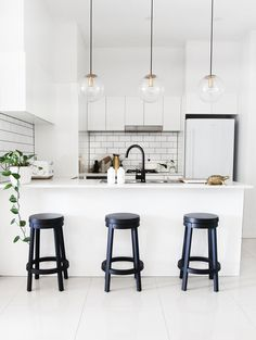 With a small budget, I recently set about giving my kitchen a mini makeover. Here's what I did.... When I purchased my apartment off the plan, it was a little disappointing when I found out that I couldn't make a lot of design changes. There were however, a couple of things that I could do
