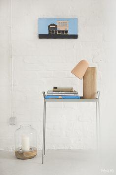 © smallbigidea.com grey table, pink lamp, blues and Magdalena Syboń painting.