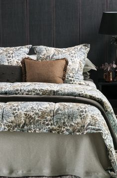 Sottobosco fog bedspread with Giardino natural comforter and eurocases and Arancia walnut comforter Bed Linen Design, Bed Design, Linen Fabric, Linen Bedding, Neutral Bed Linen, Fine Linens, Contemporary Interior, Bed Spreads, Comforters