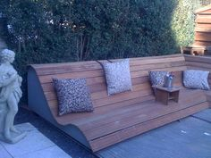 Page is in Dutch but LOVE this as casual seating for the garden & design can't be too hard? Outdoor Sofa, Outdoor Furniture, Outdoor Decor, Pallet Lounge, Garden Design, Home Improvement, Backyard, Contemporary, Nice