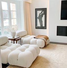 Apartment Interior, Apartment Living, Home Living Room, Living Room Sofa, Munier, Hygge, Sofa Layout, Luxury Modern Homes, Living Room Inspiration