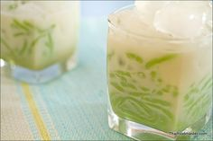 Pandan Flavored Rice Flour Droplets in Sweetened Coconut Cream Syrup  (khanohm laawt chaawng naam gathi; ขนมลอดช่องน้ำกะทิ ; นกปล่อย)