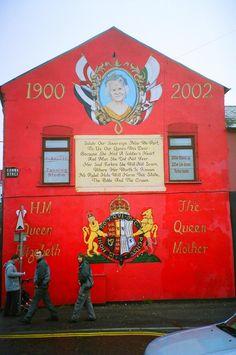 Belfast - Ireland lots of  wallpaintings everywhere xS