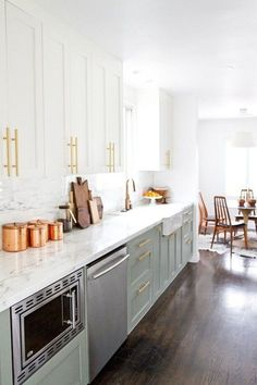 Do you need inspiration to make some Mid Century Kitchen Remodel Ideas in Your Home? There are a few reasons to think about upgrading the look of your Mid Century kitchen. For one, you could be shopping for a… Continue Reading → Kitchen Ikea, Ikea Kitchen Design, Rustic Kitchen, Kitchen Decor, Kitchen White, Kitchen Pantry, Kitchen Backsplash, Kitchen Colors, Kitchen Flooring