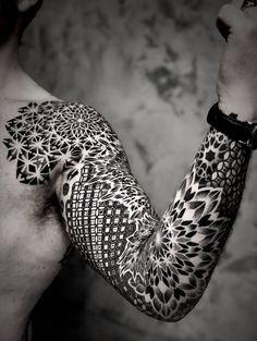 Back Body Suit Tattoos Irezumi Tattoos Golden Spiral Tattoo, Spiral Tattoos, Cool Arm Tattoos, Arm Tattoos For Guys, Sexy Tattoos, Sleeve Tattoos, Tattoos For Women, Awesome Tattoos, Phönix Tattoo