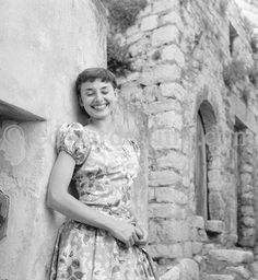 Audrey Hepburn in Monaco for the film Monte Carlo Baby visiting the medieval village of Eze in Golden Age Of Hollywood, Vintage Hollywood, Classic Hollywood, Audrey Hepburn Photos, Audrey Hepburn Style, Aubrey Hepburn, Ideas For Instagram Photos, Roman Holiday, Fair Lady