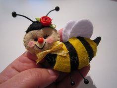 ♥♥♥ Bzzzzz.... by sweetfelt \ ideias em feltro, via Flickr