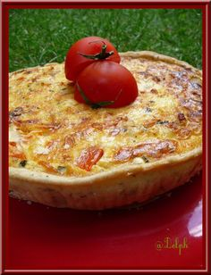 Découvrez la recette Tarte courgettes, bacon et tomates avec thermomix sur cuisineactuelle.fr. Quiches, Omelettes, Thermomix Desserts, Juice Plus, Bacon, Cooking Time, Vegetable Pizza, Food And Drink, Snacks