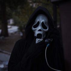 Face Aesthetic, Aesthetic Grunge, Horror Icons, Horror Art, Horror Movie Characters, Horror Movies, Ghostface Scream, Scary Wallpaper, Scream Movie