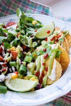 Tacosalat med bakt søtpotet, avocadokrem og limesaus