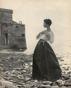 vision of fashion from 1958 - set against a suitably dramatic castle and stony coastline for love of dictated her style - here a crocheted lace blouse creates a delicate contrast for a bright green evening skirt of crushed linen. Irish Fashion, Fashion History, Women's Fashion, Fashion 2018, Fashion Clothes, Fifties Fashion, Vintage Fashion, Fifties Style, Culture Clothing