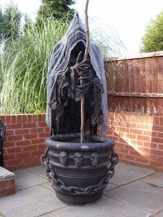 What an amazing Halloween prop -- a spooky cauldron creep!  From: http://www.halloweenforum.com/halloween-props/108200-just-starting-my-cauldron-creep.html #halloween #decorations